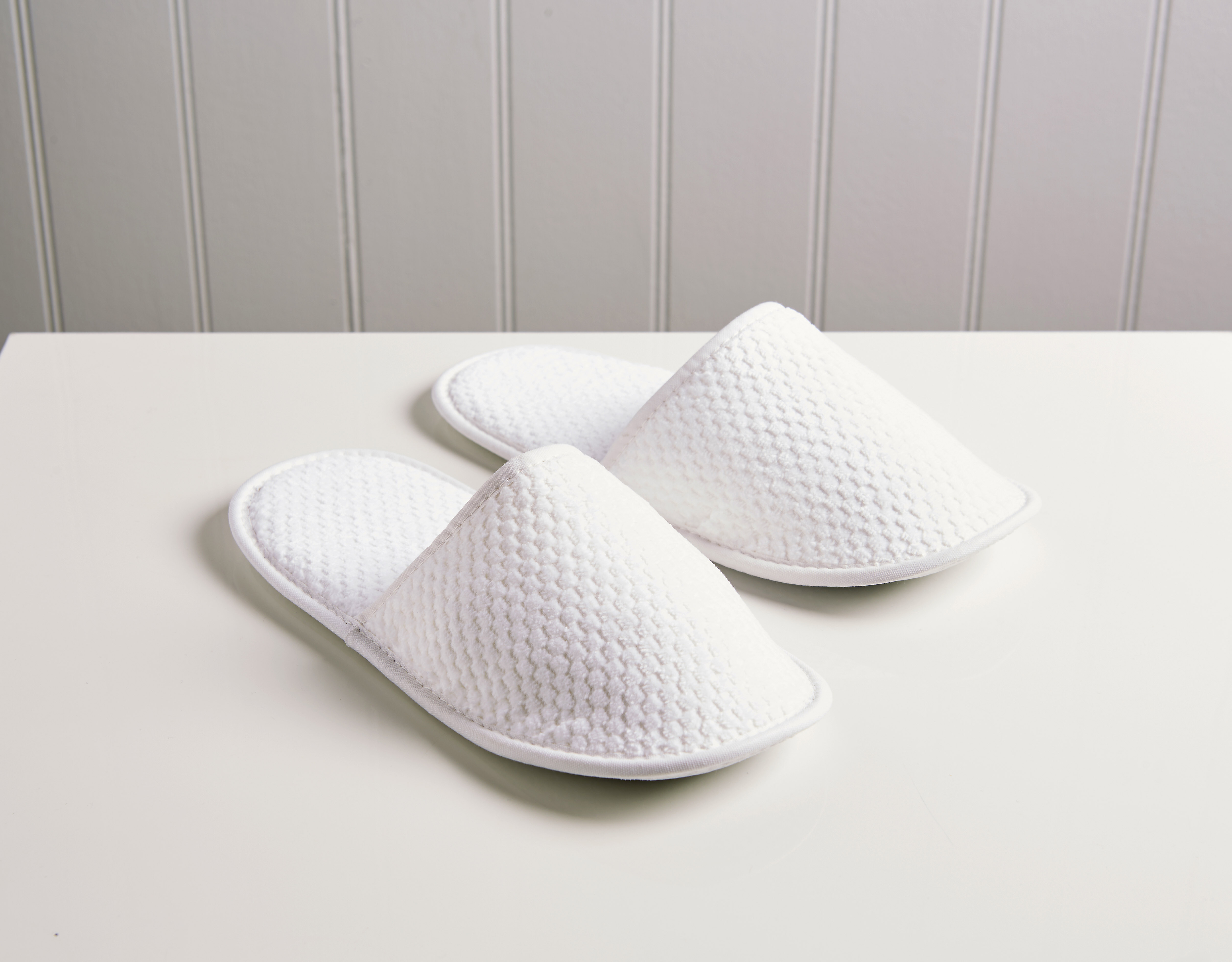 An image of Brixton Slippers White